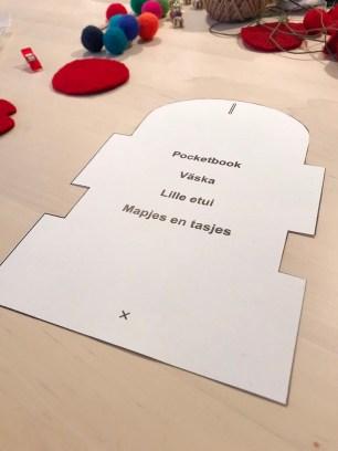 Mønsteret til etuiet passer på et A4-ark og kan forstørres om du vil hå en liten veske i stedet for etuiet