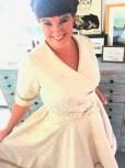 Ultra feminin kjole med V-ringning og knytebånd i livet