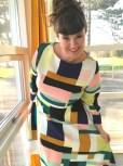 Kjolen har et klokkeformet skjørt - dvs en kvart sirkel som gir en buet kant
