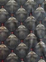 Mønsteret består av små firkanter som danner en stilistisk liljeform - jeg synes de har et litt japansk preg