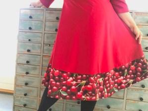 Kirsebærfalden gir det lille ekstra - denne gangen valgte jeg å ha kjolen nedenfor kneet