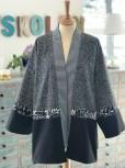 Foran er kimonoen enkel - stoffene understreker formen