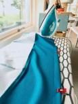 Kanten nederst på kjolen måler ca 13 cm ferdig og er lagt opp med en 3 cm fald