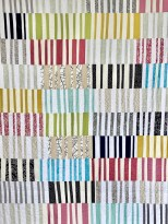 ....quilten måler 150 x 250 cm og er til dels laget av familiens avlagte klær og mine resteskatter