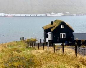 Færøyene er vilt og flott, nesten litt magisk - gøy å bytte ut Syskolens lokaler for en stund
