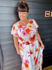 Utringningen er moderat og forstykket formes fint ved hjelp av brystinnsnittene.