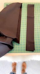 Kanten måler 9 cm i bredden inklusive sømmonn. Ferdig kant er ca 3,5 cm
