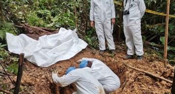 En una fosa clandestina, confirman el hallazgo de 17 bolsas con restos humanos