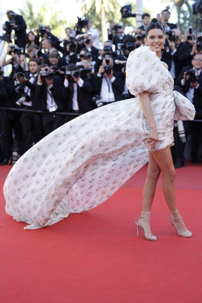 Kendall-Jenner-Giambattista-Valli-Dress-Cannes-2017