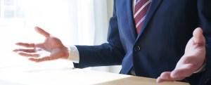 交渉を行うビジネスパーソンの画像