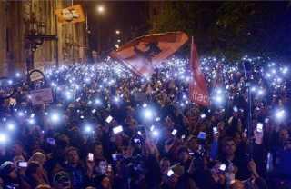 Ez az egyszerre az amerikai, európai uniós, meg a che guevarás és vörös zászlókat lobogtató neoliberális csőcselék