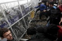 Stranded refugees and migrants try to bring down part of the border fence during a protest at the Greek-Macedonian border, near the Greek village of Idomeni, February 29, 2016. REUTERS/Alexandros Avramidis
