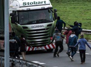 migrants-at-calais
