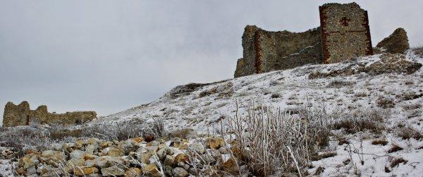 Novo Brdo vár romok