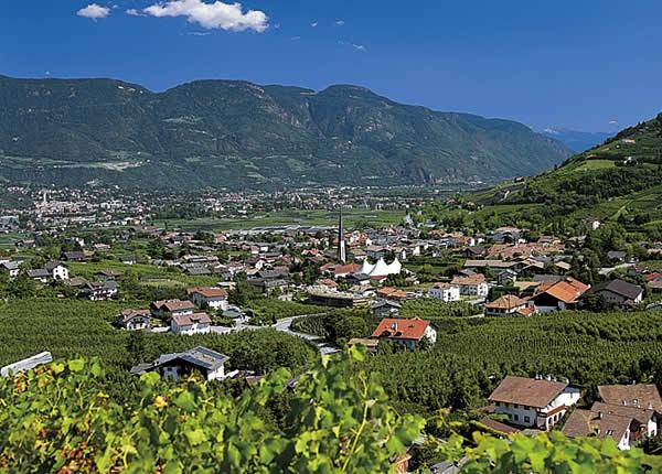 Lagundo város és tájkép