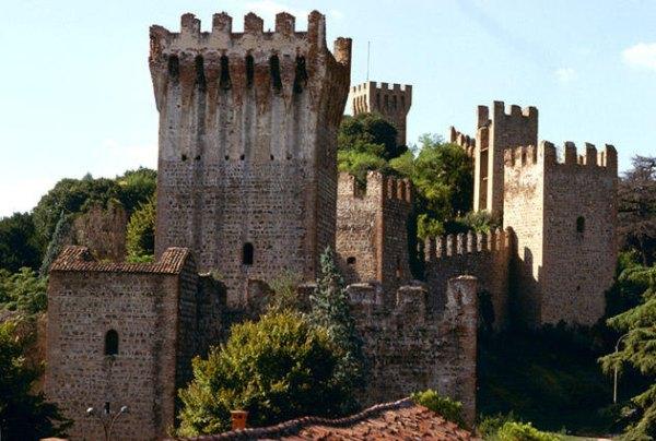 történelmi nevezetesség, várfalak és bástyák