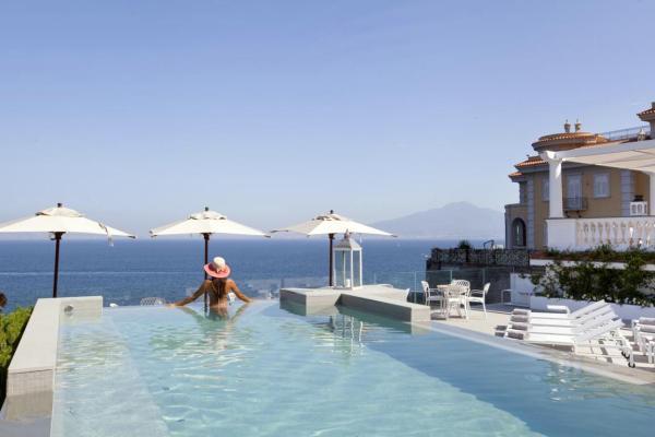 Sant'Agnello - hotel medence kilátással