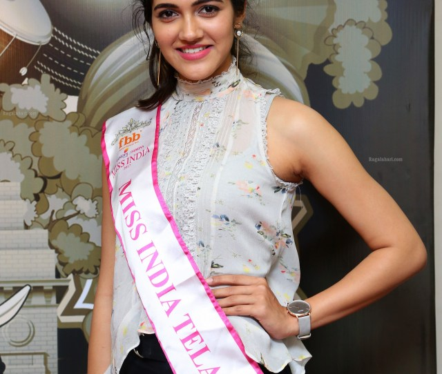 Simran Choudhary At Telangana Auditions Of Fbb Colors Femina Miss India 2018 High Definition Image 12 Tollywood Heroines Galleryimages Photos