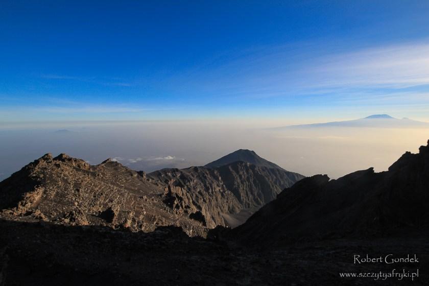 Widok z Mount Meru na Kilimandżaro