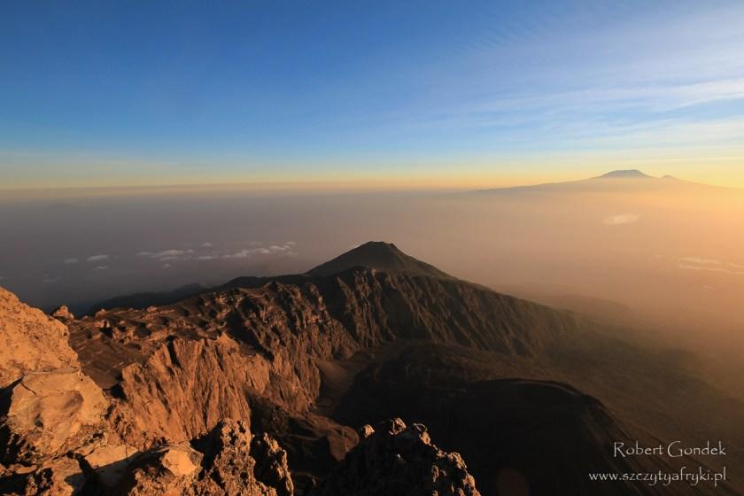 Wschód słońca nad Kilimandżaro - najwyższą górą Afryki
