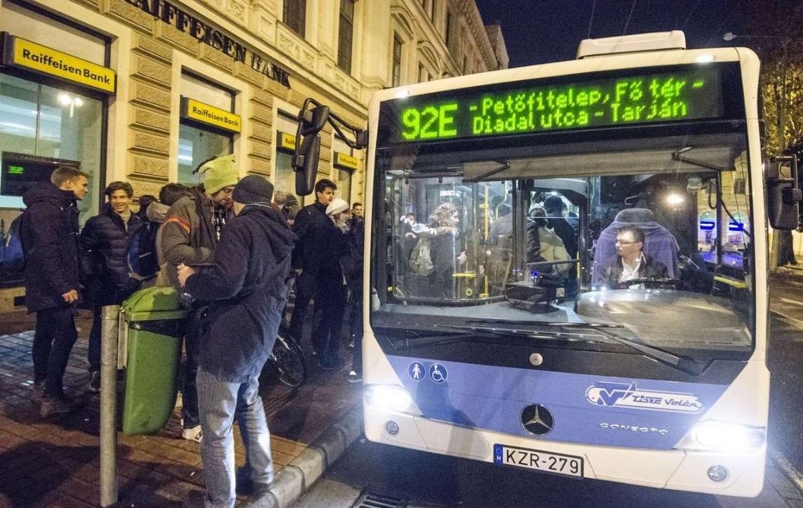 92e éjszakai busz járat 2015 11 29 vasárnap hajnal fotó segesvári csaba