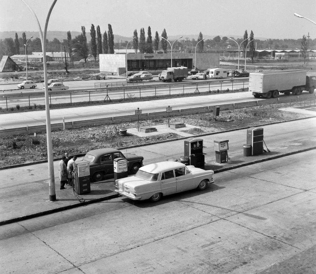 benzinkút budaörs 1968 üzemanyag autópálya m1m7 f uvaterv fortepan