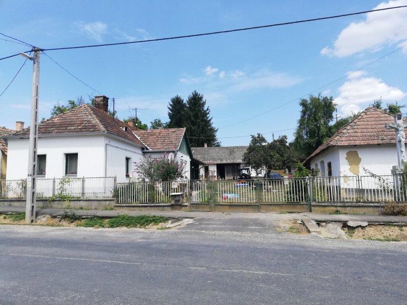 A ház, melynek a postaládájában találod a templom kulcsait