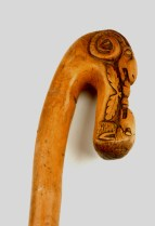 Kost, bárányt ábrázoló pásztorbotok a Szent István Király Múzeum néprajzi gyűjteményéből.