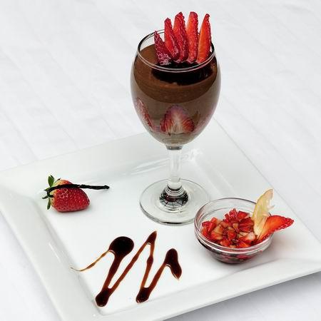 Kávés csokoládé mousse balzsamos eperraguval
