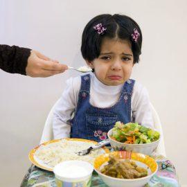 Így vedd rá a válogatós gyerekeket az evésre!