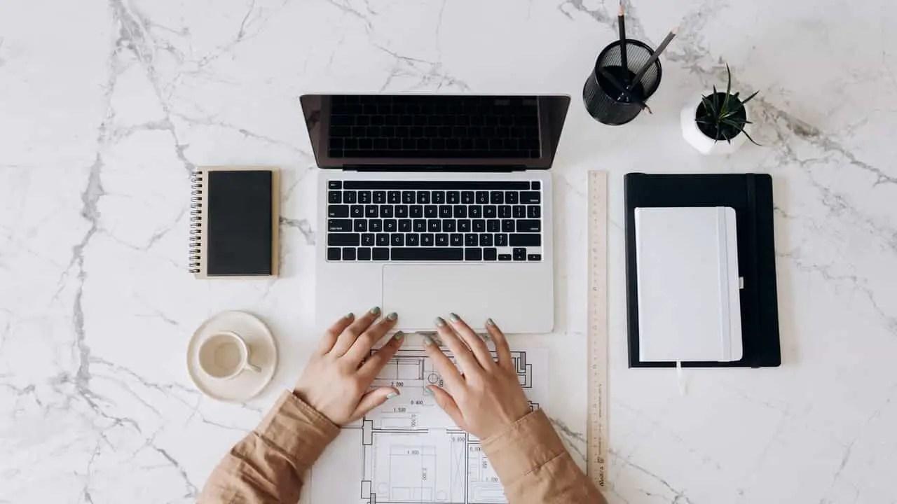 wady i zalety szkoleń online