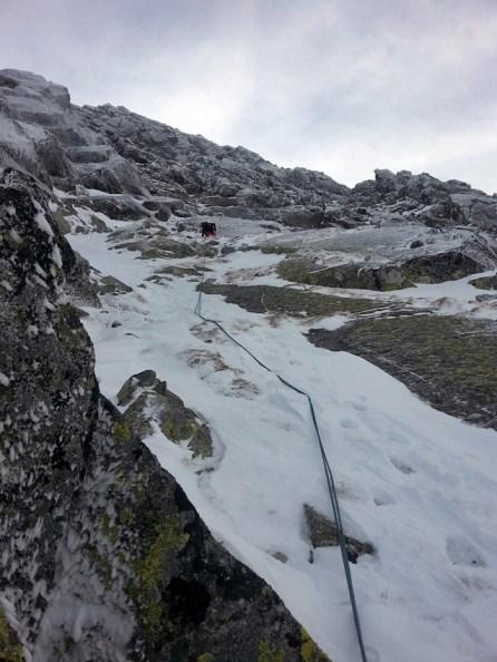 Podejście pod skalną część filara