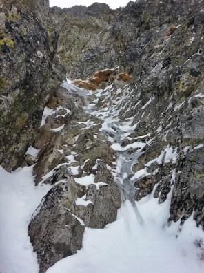 widok ze stanowiska nr 2 - zalodzony kominek i ścianka po lewej