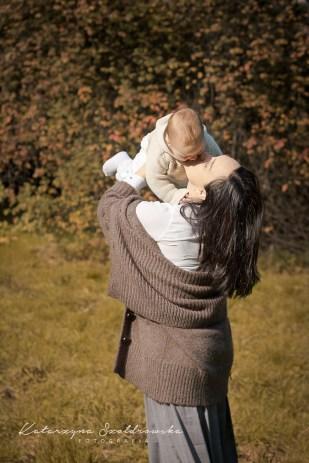 Mama i córka. Jesienna sesja fotograficzna w plenerze w Krakowie