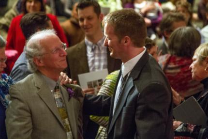 Régi és új találkozik – egy lencsevégre kapott pillanat, ahol John Piper és utódja, Jason Meyer beszélgetnek a húsvéti istentisztelet után
