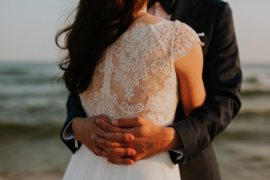 eleganckie zdjęcia ślubne na plaży