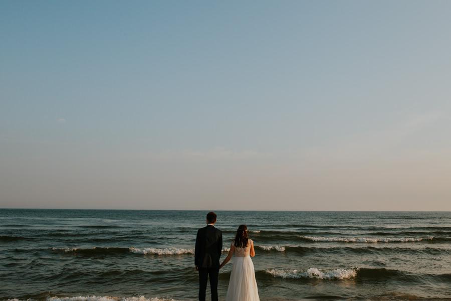 cudowny plener ślubny morzem
