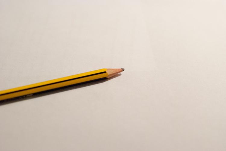 Pusta kartka i ołówek