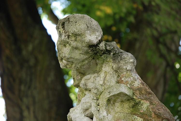 Rzeźba z krzyżem