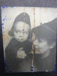 Babcia z moja mama Alusia w Toruniu w czasie wojny