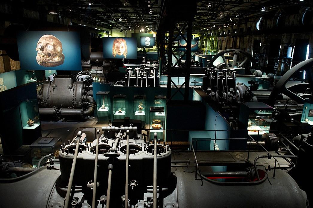 """Die Ausstellung """"Schädel - Ikone. Mythos. Kult."""" im Weltkulturerbe Völklinger Hütte © Weltkulturerbe Völklinger Hütte/Hans-Georg Merkel/Franz Mörscher/Glas AG"""