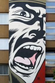 Wer parallel zur Urban Nation Biennale entlang lief, konnte an diversen Fassaden auf beiden Seiten der Bülowstraße weitere Kunstwerke entdecken.