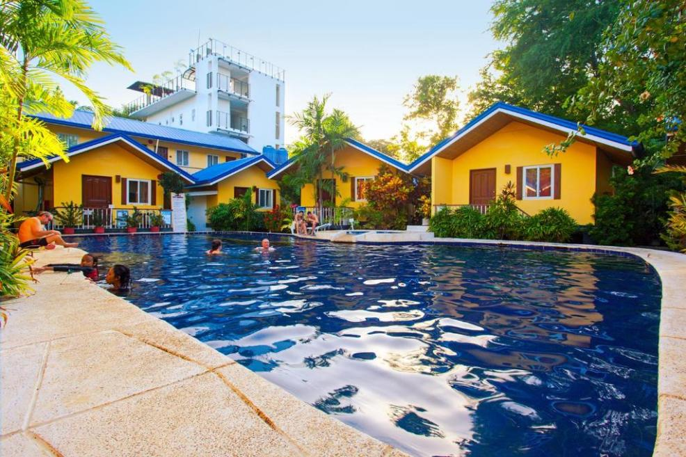 The swimming pool at or close to Blue Lagoon Inn & Suites