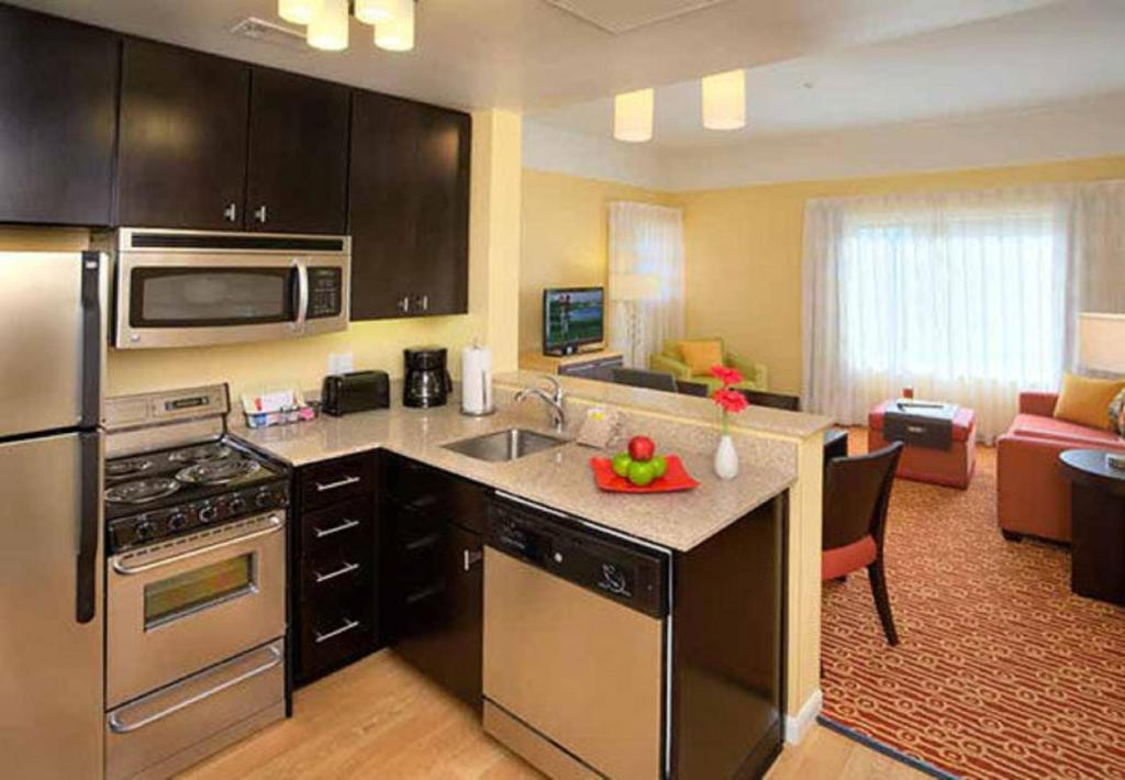 hotels with kitchens kitchen renovations ideas hotel towneplace suites bangor me booking com gallery image of this property