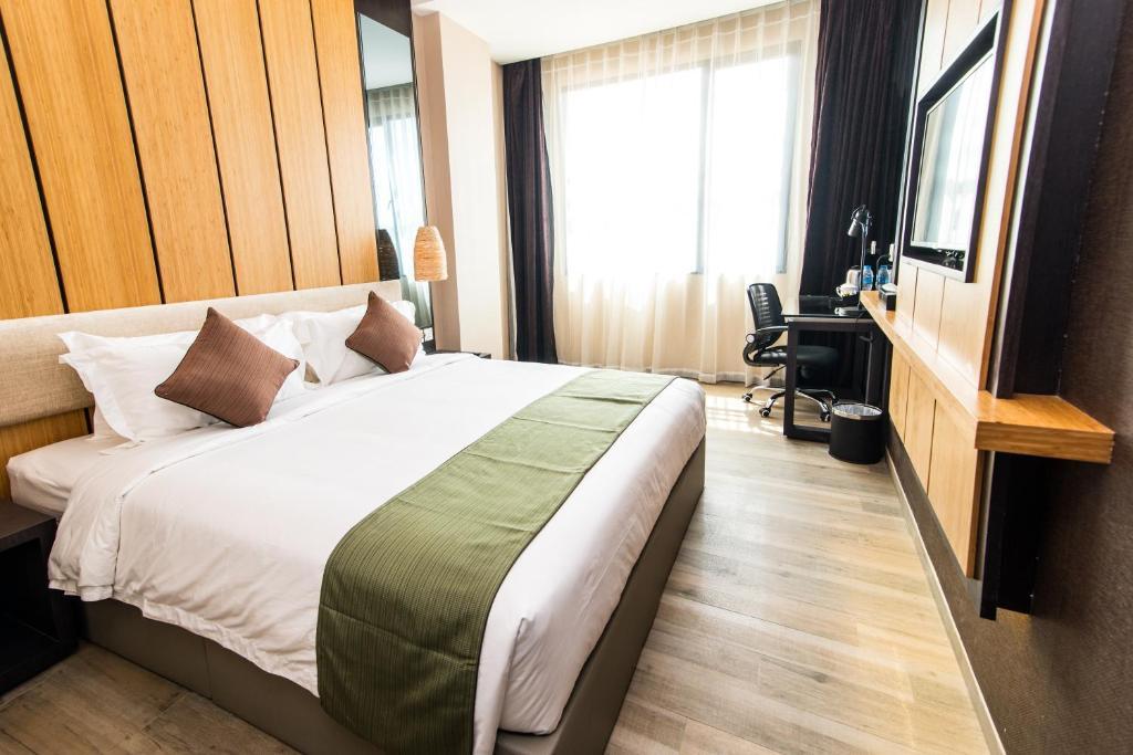 2D1N Stay in ESKA Hotel Batam + 2-Way Ferry + Land Transfer + Breakfast