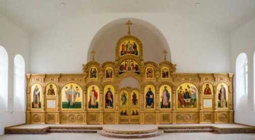 Новый иконостас для воссозданного храма