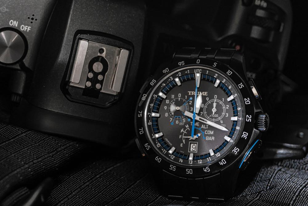 フォトグラファーにとって、最適な腕時計、エプソンのトゥルーム TR-MB7004