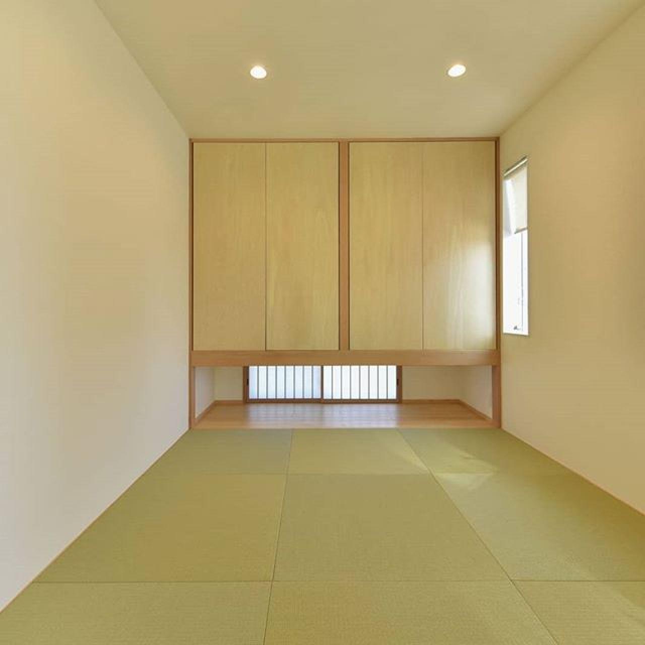 和紙畳に吊り押入、地窓なのにダウンライトにすると和モダンな空間に。#和紙畳#吊押入 #地窓 #ダウンライト#珪藻土#自然素材 #呼吸する壁 #調湿 #フラッシュ戸