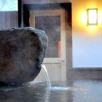 宮城の野趣あふれる巨石露天風呂。日帰り温泉「まほろばの湯」