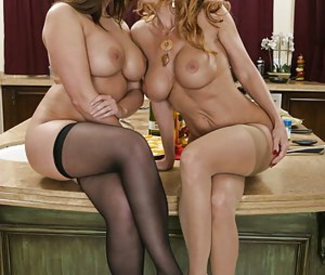 Free Lesbian Milf Pictures